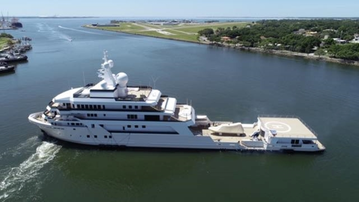 M/Y Voyager leaves the yard